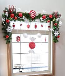 Christmas Window Video Decoration by Best 25 Christmas Cubicle Decorations Ideas On Pinterest Office