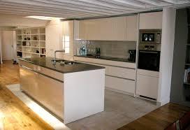 cuisine sur parquet parquet dans une cuisine cuisine en verre blanc cuisine verte