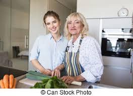 mere et fille cuisine fille sain cuisine grand mère nourriture images de