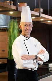 le chef en cuisine hans khars appointed as executive chef at le meridien phuket