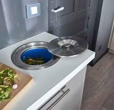 poubelle cuisine encastrable dans plan de travail poubelle encastrable cuisine awesome poubelle encastrable plan de