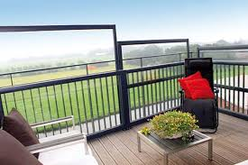 windschutz balkon plexiglas mobile und verfahrbare windschutzwand als