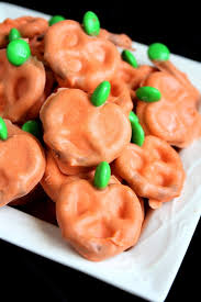 20 easy diy halloween tricks and treats melting white chocolate