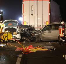 Polizeibericht Baden Baden 5 Tote Müllwagen Kippt Auf Auto In Nagold Im Kreis Calw In Baden