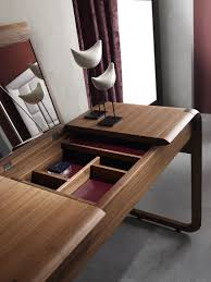 dressing tables with mirrors reflect the beauty of the décor