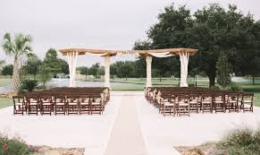 Venues In Houston How To Choose Between Rustic Barn Wedding Venues In Houston