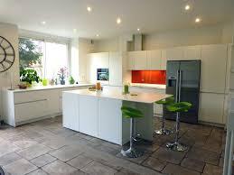 cuisine ouverte avec ilot table cuisine leicht conviviale tout au de cuisine ouverte avec ilot