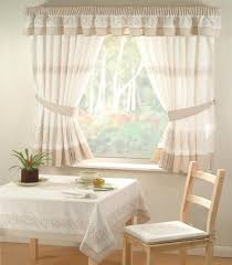 cuisine design rideaux cuisine blanc beige motifs chaises bois