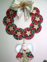 use yarn to turn an cd into a beautiful wreath it s