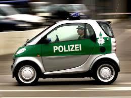 renault twizy vs smart fortwo top 10 las patrullas de policía más peculiares autocosmos com