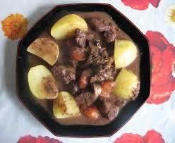 cuisiner la biche civet de biche mariné à la gelée de groseilles rouges recette de