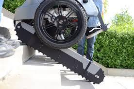rollstuhl design scalevo der rollstuhl der treppen steigt scifi meets reality