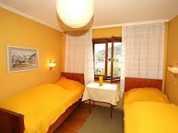 Schlafzimmer Und Bad In Einem Raum Hotel Haus Patricia Kossen österreich Kössen Booking Com