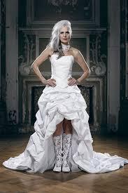 extravagant gowns wedding frock coats stageoutfits by lucardis - Flippige Brautkleider