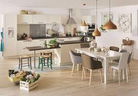 cuisine avec table à manger table ilot central cuisine avec et salle a manger tons beige blanc