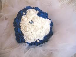bouquet de fleurs roses blanches de mariée fleurs artificielles forme coeur la mariée bleu roi