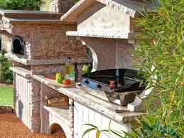 cuisine d été en bois cuisine d ete exterieure cuisine ete avec four a bois et plancha