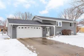 Overhead Door Sioux Falls Sd Mls 21801245 5800 W Pebble Creek Rd Sioux Falls Sd 57106