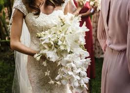 bridal bouquets the best most beautiful wedding bouquets in vogue vogue