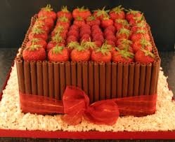 strawberry chocolate classic designer cakes cupcakes mumbai 9