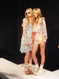 """Teen fashion..."" Images?q=tbn:ANd9GcRyGYkGeC4wwjEW6paErxPO2OefeY5NO7rlnP1HrwHhWTWTQTsNnQ"