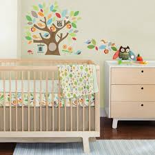 le babyzimmer babyzimmer grau rosa ideen beige hölzerne möbel babybett und