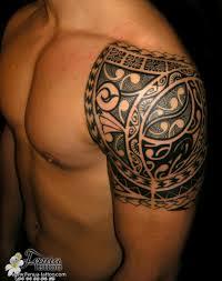 les plus beaux tatouages homme polynésien tatouage maorie épaule homme