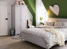 schlafzimmer farb ideen farbgestaltung kinderzimmer farbideen dachschräge wanddeko wolken