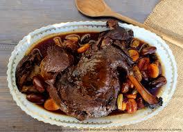 cuisiner du chevreuil au four epaule de chevreuil mijotée dans jus cuisson douce en cocotte