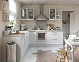 cuisine chaleureuse charmante cuisine blanche et bois castorama