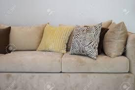 canapé tweed robuste canapé tweed marron avec des oreillers à motifs gris banque