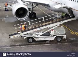 united airlines baggage fee international handlers stock photos u0026 handlers stock images alamy