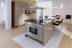 exemple cuisine moderne classique de maison décor et aussi cuisine moderne avec ilot sympa