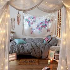 wand gestaltung mdchen kinderzimmer fantasyroom bazimmer und kinderzimmer in lilaflieder zum