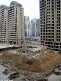 road built around building as couple refuse to move in china
