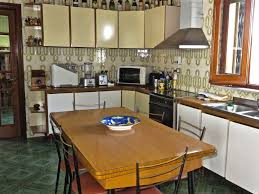 Cuisine Dans Veranda Large And Bright House Equipped With Spacious Veranda And Garden