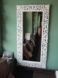 specchi con cornice gallery of specchio da parete con cornice in legno decapata