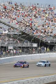 Flags In Nascar Nascar Race At Richmond That Sold 112 000 Tickets A Decade Ago Is