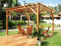 tonnelle de jardin en bois aménagement jardin pergola plus intimité dans votre espace