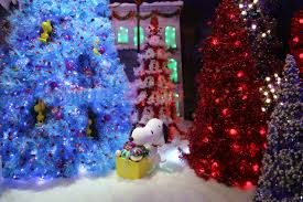 york macy u0027s peanuts christmas window displays naturetime