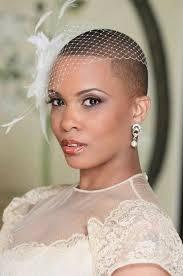 blumen haarschmuck hochzeit brautfrisuren für kurze haare haarschnitt ideen und accessoires