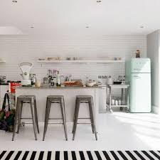 cuisine du frigo quand un réfrigérateur smeg suffit à donner du style à la cuisine