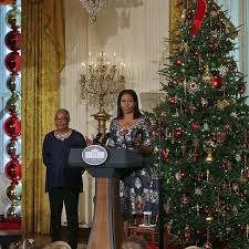 White House Christmas Decorations Photos by White House Holiday Decorations 2016 Popsugar Home