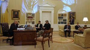 bureau ovale maison blanche couacs coups bas et réunions dans le noir ambiance électrique à
