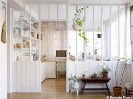 deco cuisine scandinave verrière intérieure blanche pour une déco cuisine scandinave