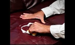 nettoyer canape cuir entretenir un canapé en cuir maison actuelle et travaux