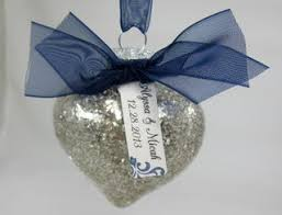 groom oyster ornaments wedding favors