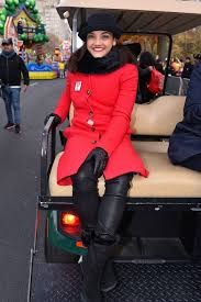 watch love at the thanksgiving day parade celebrity selfies from macy u0027s thanksgiving parade nyc