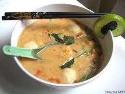 cuisine asiatique cuisine asiatique soupe thaï épicée aux crevettes poisson et lait