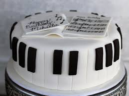 piano cake topper how to make a fondant piano cake in 5 easy steps pretty bakes